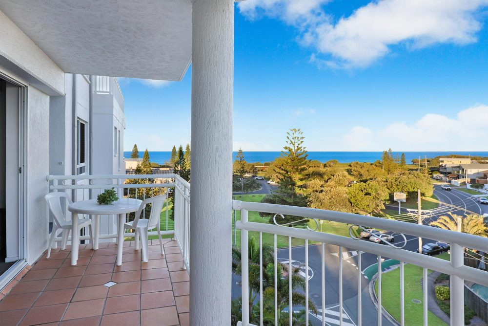 1920-1-2-bedroom-accommodation-buddina-kawana14